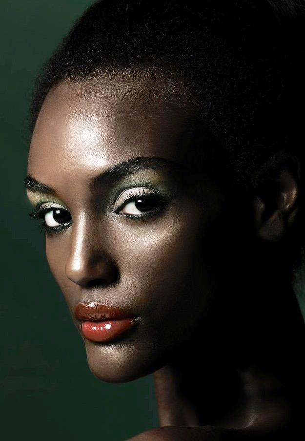 Beverly Hills Makeup Studio Dorite G